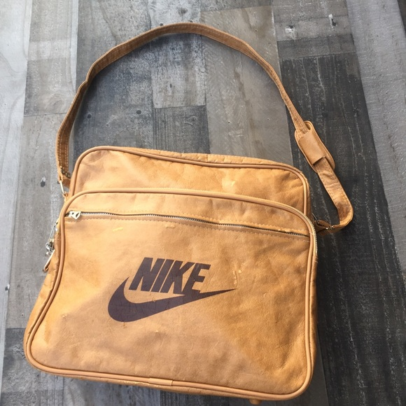 889f6da84679 Vintage Nike Carry On messenger bag brown 80s. M 5b91e14404ef50ba369db0cf